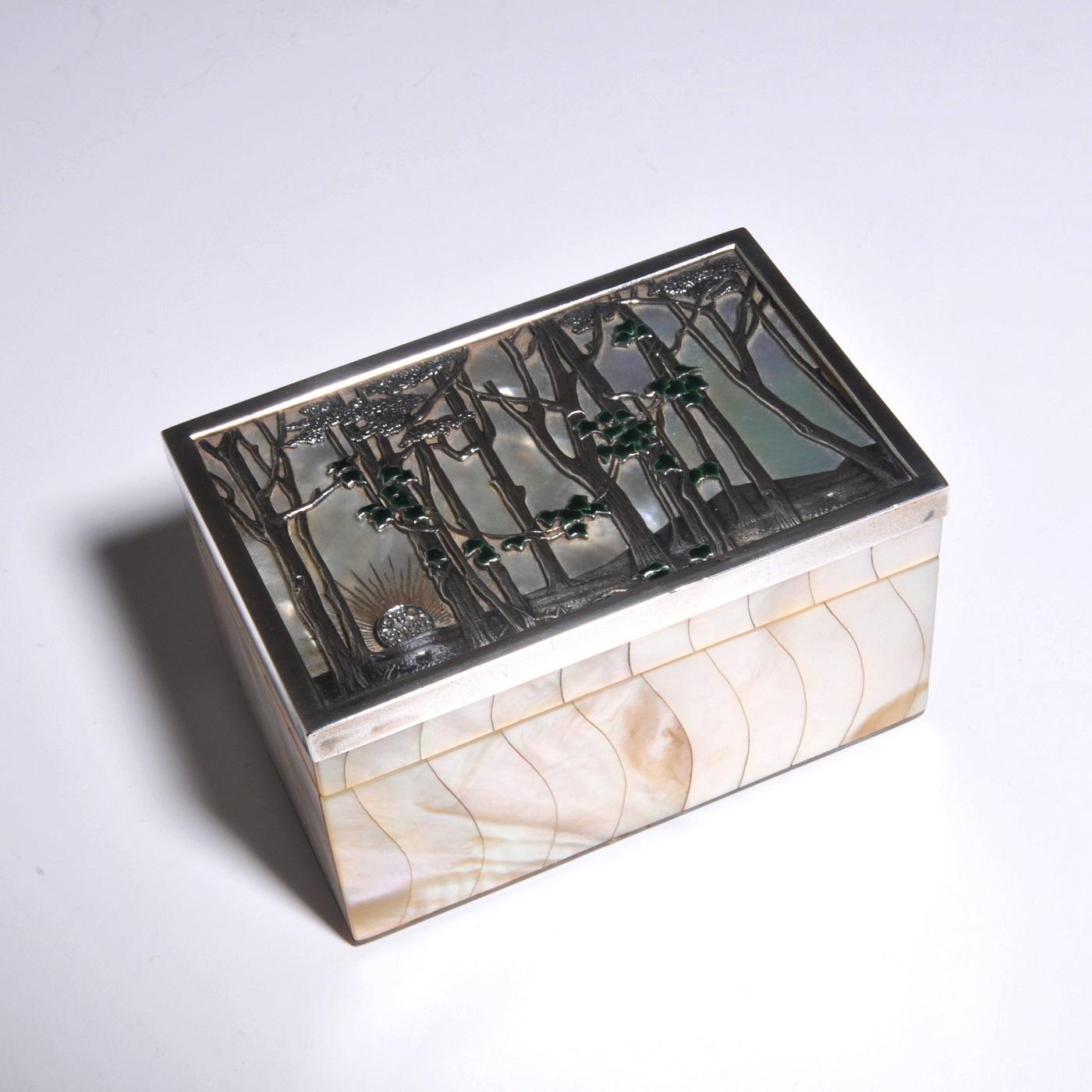 Art nouveau box, lalique style