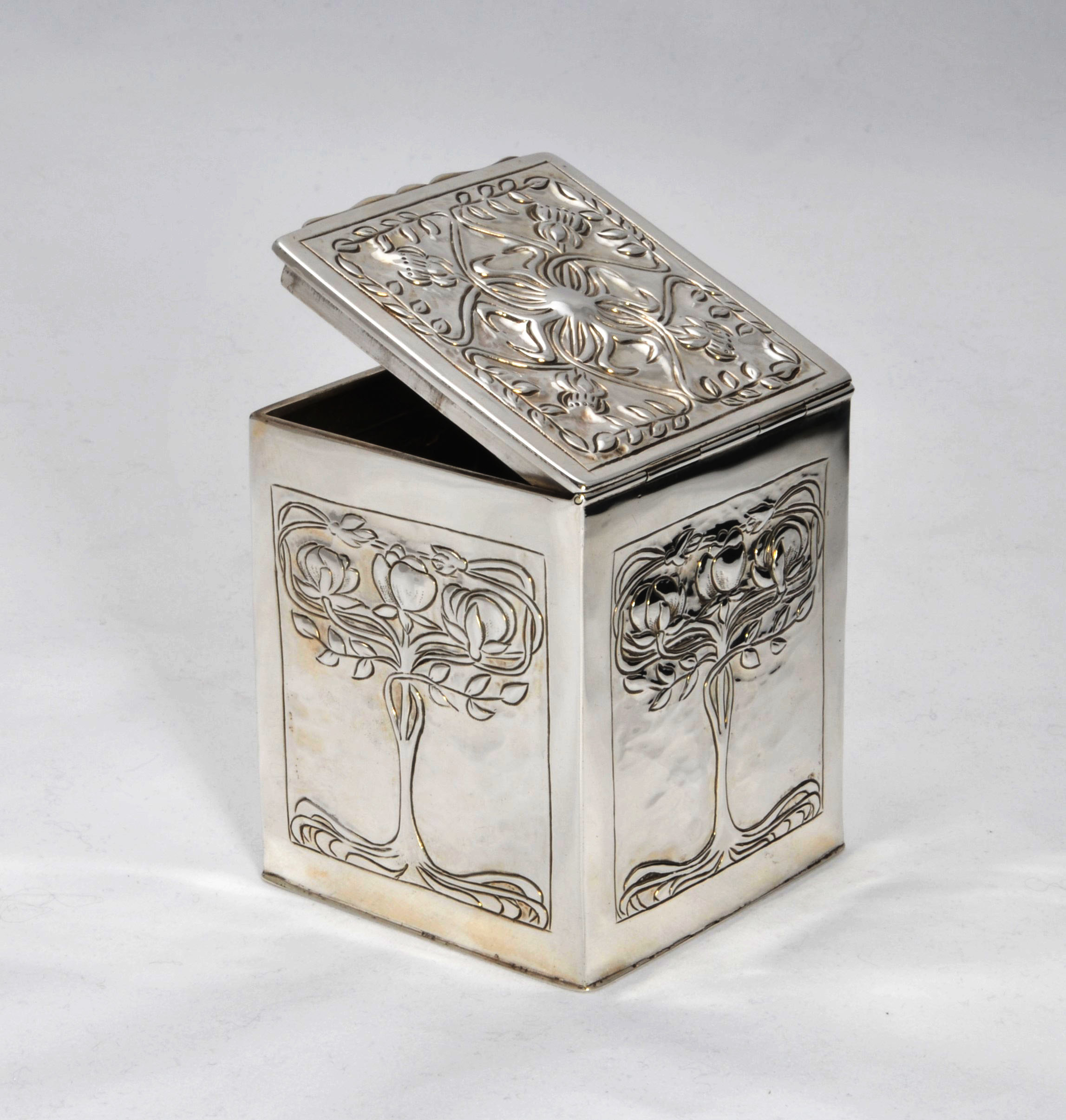 Nathan Hayes silver tea caddy