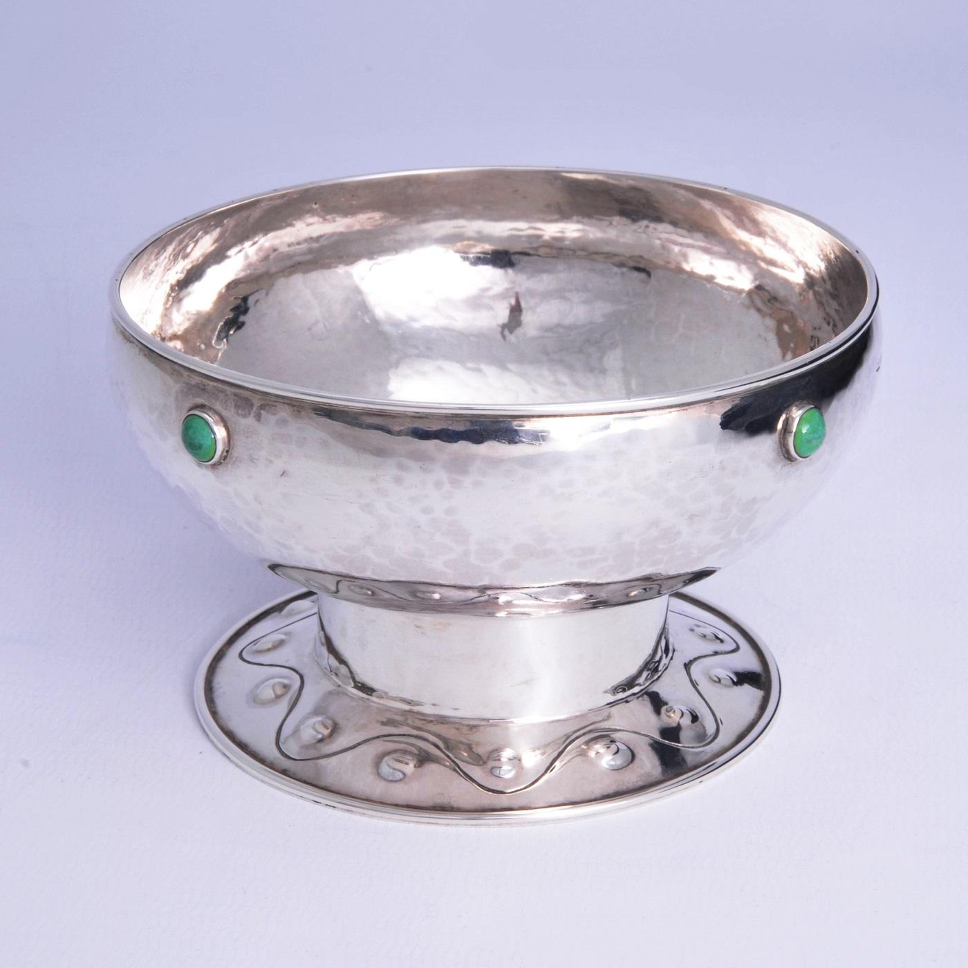 AE Jones Ruskin set bowl